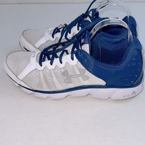 UNDER ARMOUR MENS CHARGED ASSERT SNEAKERS